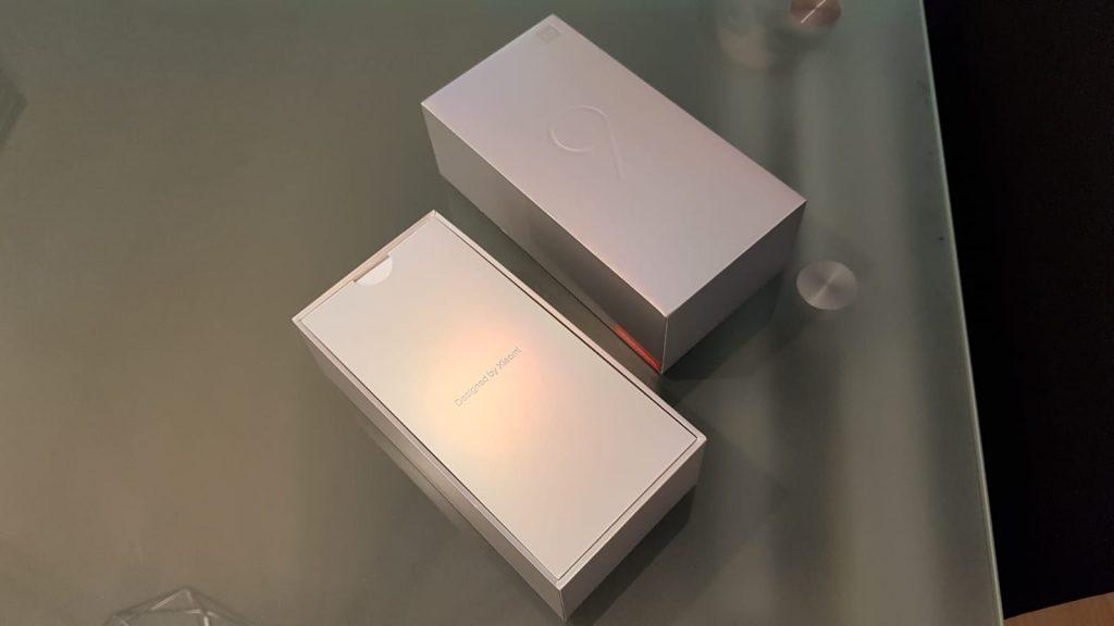 Xiaomi Mi 9 unboxing caja
