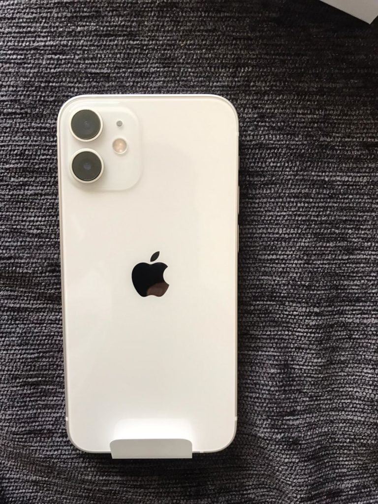 iPhone 12 mini posterior
